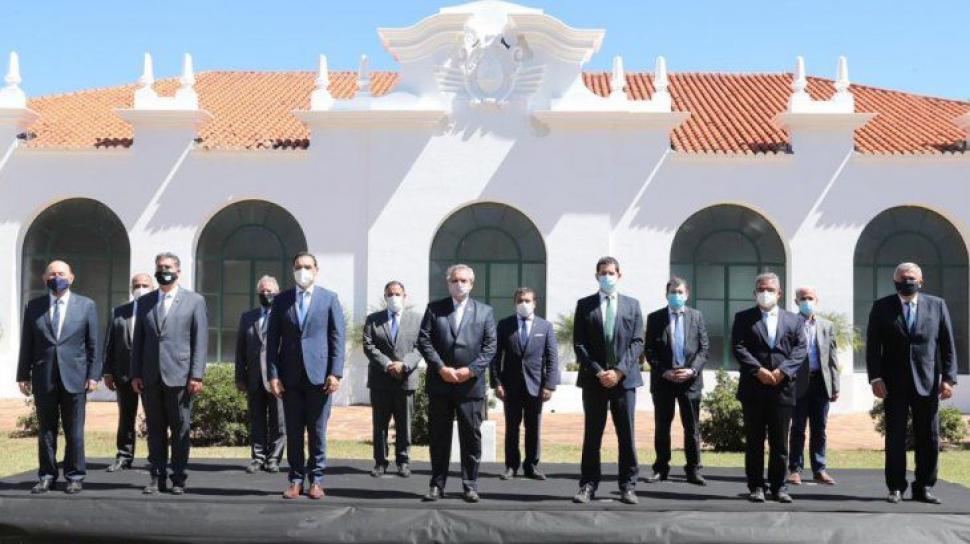 El Presidente viaja a La Rioja para reunirse con gobernadores